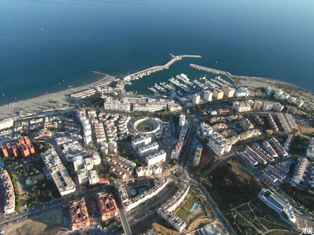 Foto aérea de Estepona, Puerto Deportivo y Plaza de Toros