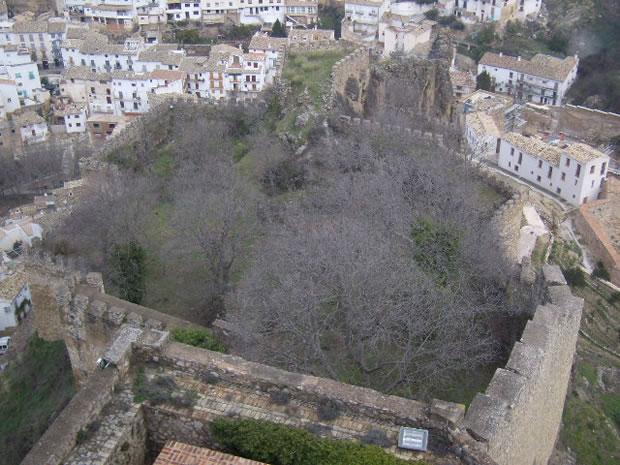 Castillo de la Yedra, recinto amurallado