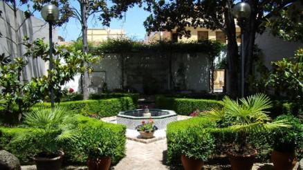 priego-de-cordoba-centro-cultural-adolfo-lozano-sidro-jardines