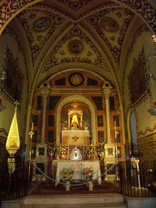 Ermita de Nuestra Señora de los Angeles - Santuario - El Retablo Mayor de este Santuario fue construido en el año 1966 con fondos de la Hermandad de la Reina de los Angeles y bajo la dirección de su Junta de Gobierno