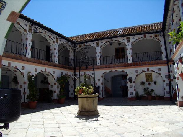 alcala-de-los-gazules-ermita-santuario-de-ntra-sra-de-los-santos-patio