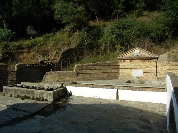 Fuente del Concejo de Almonaster la Real, (XVIII ), Arquitectura Civil
