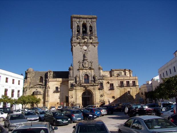 Arcos de la Frontera. Basílica de Santa María. Es la parroquia Mayor, más Antigua, Insigne y Principal según rezan sus grandes títulos concedidos por el Sacro Tribunal de la Rota romana en 1764.
