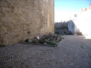castillo-de-guzman-el-bueno-cimientos-torres-califales