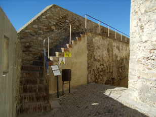 castillo-de-guzman-el-bueno-subida-al-antemuro
