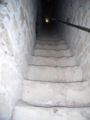 castillo-de-las-aguzaderas-escaleras