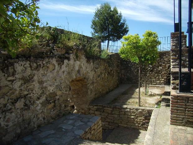 castillo-de-torre-alhaquime-interior