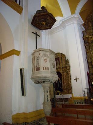 Púlpito de la Iglesia de la Victoria en la localidad de Medina Sidonia, Cádiz. Púlpito: Tribuna elevada que suele haber en las iglesias desde donde se predica, se canta o se realizan otros oficios religiosos.