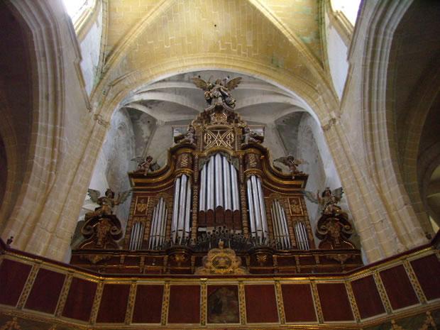 Iglesia Parroquial Matriz de Santa María La Mayor La Coronada, órgano