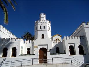 Biblioteca Pública Municipal Mercedes Gaibrois en la Plaza de Santa Maria - Plaza de la Ranita