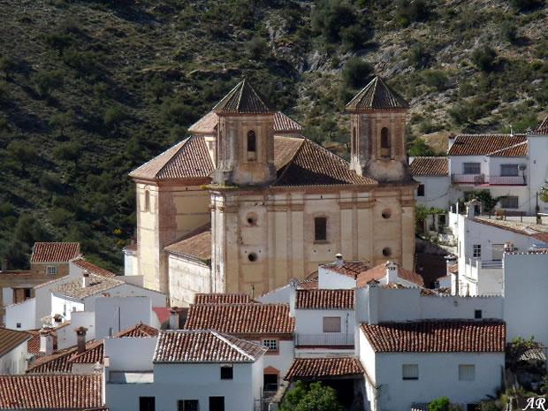 Iglesia Parroquial de San Antonio de Padua de Alpandeire. Construida a mitad del s. XVI y restaurada en el s. XVIII, sus grandes dimensiones han hecho que se le conozca como