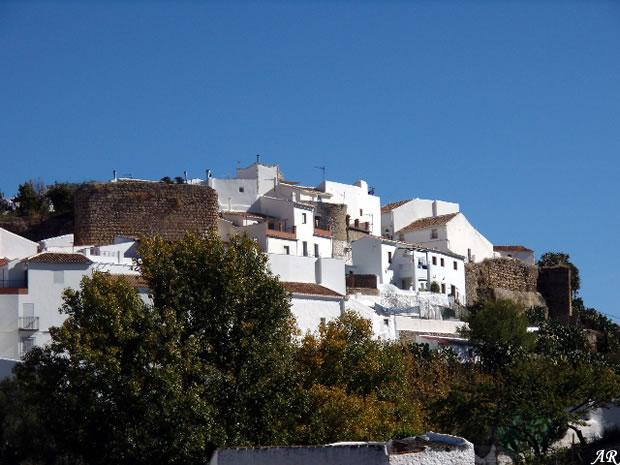 El Burgo, murallas del antiguo castillo