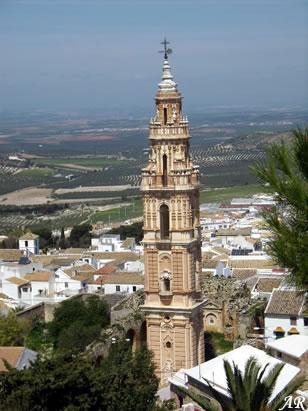Torre de la Victoria. La Torre es el único vestigio que queda de la desaparecida iglesia de la Victoria, y perteneció al convento de los Padres Mínimos de esta ciudad.