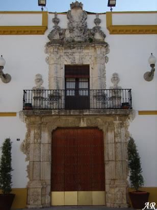 Ayuntamiento de Utrera. Portada del Ayuntamiento de Utrera (Sevilla, España). Antiguo Palacio de Vistahermosa. Su portada rococó es de 1730. En su interior podemos destacar sus salones románticos e historicistas.
