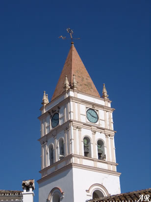 Campanario de la Iglesia Parroquial de San Juán de Letrán en Arriate