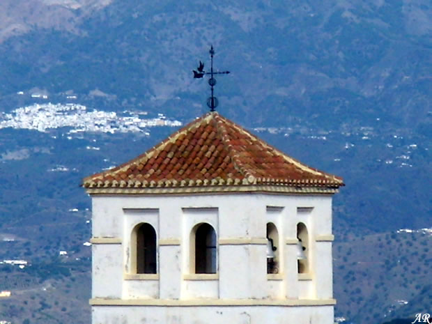 Iznate, campanario de la Iglesia de San Gregorio VII