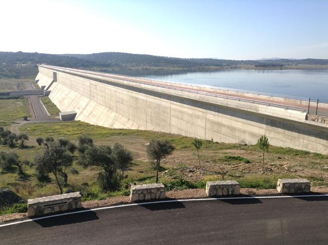 Presa del Embalse de Alcollarín - Presa de Alcollarín - Pantano de Alcollarín - Cuenca Hidrográfica del Guadiana