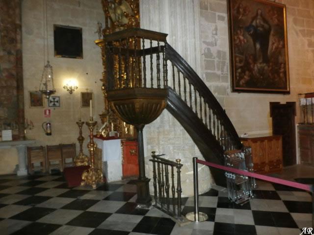 arcos-de-la-frontera-basilica-menor-de-santa-maria-de-la-asuncion-pulpito