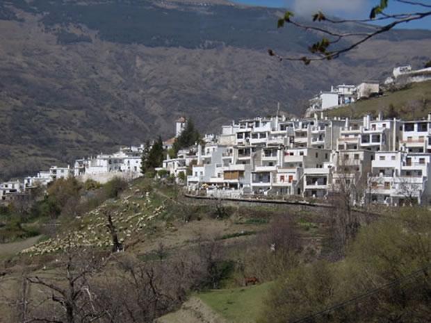 capileira, pueblo de Granada en el Barranco de Poqueira