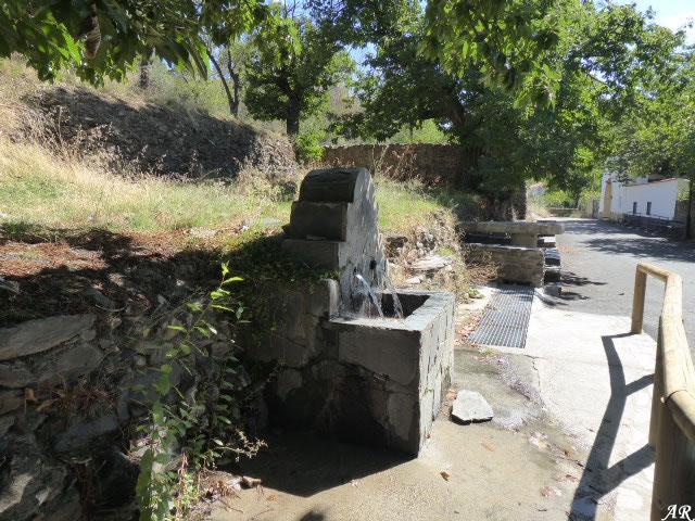 Fuente junto a la Ermita de la Virgen de la Cabeza en Ferreira