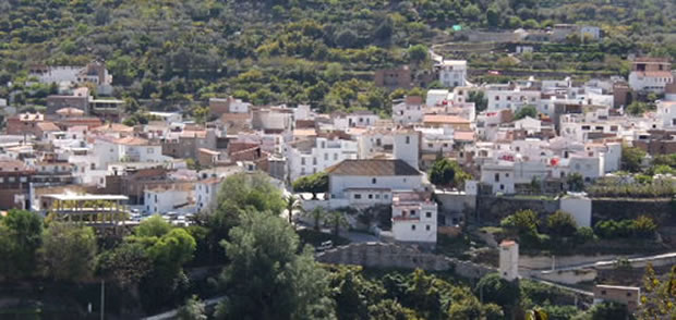 Wikipedia Los Guájares Los Guájares es un municipio español situado en la parte septentrional de la Costa Granadina, en la provincia de Granada, comunidad autónoma de Andalucía. Limita con los municipios de Albuñuelas, El Valle, El Pinar, Vélez de Benaudalla, Salobreña, Molvíza