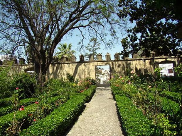 Jardines del palacio de los ribera de bornos monumento hist rico - Residencia los jardines granada ...