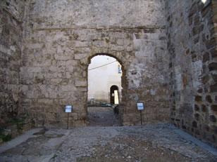 Alcazaba Califal de Guzmán El Bueno, Puerta del lado oeste