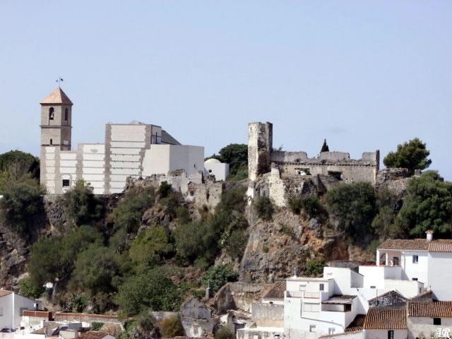 Antigua Iglesia Mayor de la Encarnación y Castillo de Casares
