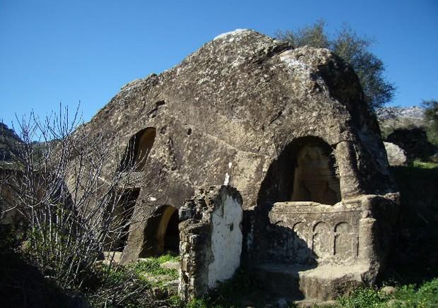 Casa de Piedra de Cortes de la Frontera