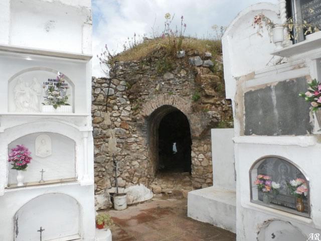 Castillo de Benadalid - Cementerio de Benadalid