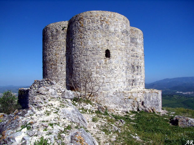 Castillo de cote fortaleza militar en el municipio de for Alquiler de casas en montellano sevilla