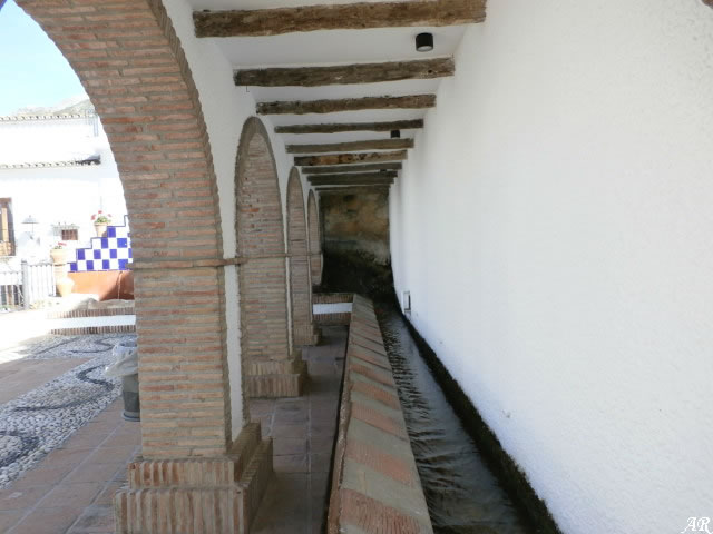 Istán Fountain and Laundry