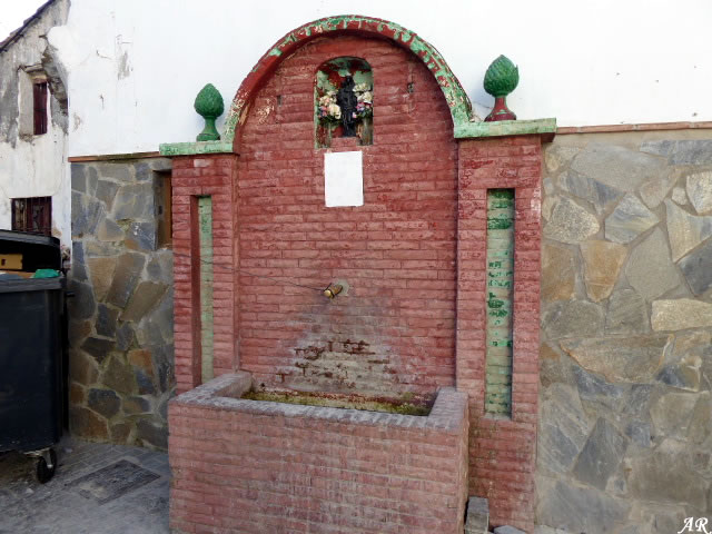 Pilar de Calle Agua