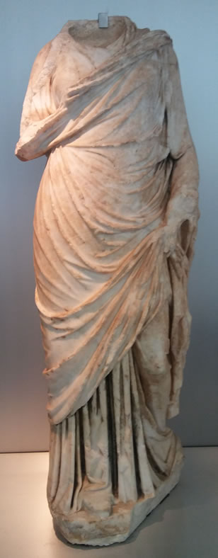 Statue of a lady or goddess with palla and stola. Marble. 1st century AD
