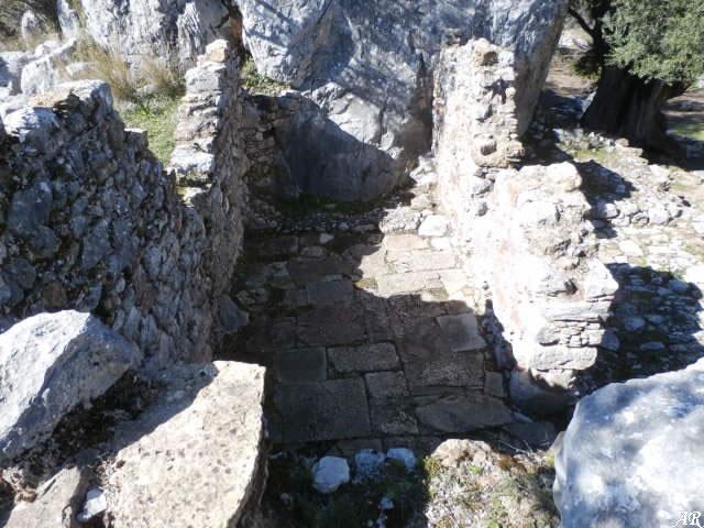 Interior de la Casa de Juan Vegazo en el Yacimiento Arqueológico de Ocuri - Ubrique